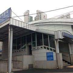 Photo taken at 신이문역 (Sinimun Station) by Cafe A. on 9/10/2013