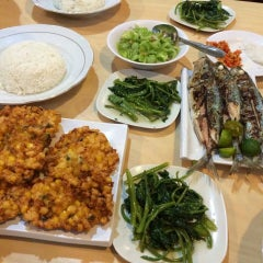 Photo taken at Raja Oci Restaurant by 'THAZYA' Anastasia Rizki on 1/7/2015