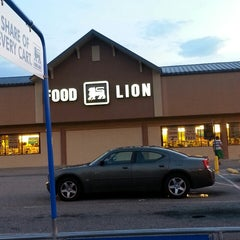 Photo taken at Food Lion Grocery Store by Michael S. on 8/3/2013