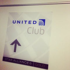Photo taken at United Club by Dayna S. on 11/22/2014