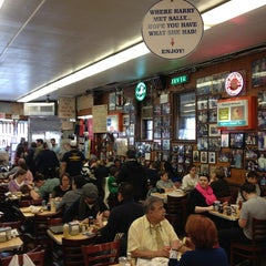 Photo taken at Katz's Delicatessen by Philippe P. on 4/1/2013