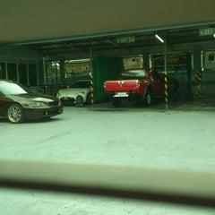 Photo taken at Streamline auto detailing plus by Kristoffer D. on 5/17/2013