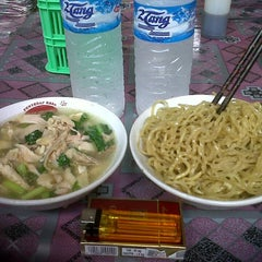 Photo taken at Mie Acing - mie lover recommended ;-) by Caesar B. on 6/19/2013