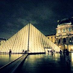 Photo taken at Musée du Louvre by Ege Y. on 10/29/2013