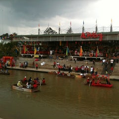 Photo taken at Ah Poong (Pasar Apung Sentul City) by Ranny Fitriani H. on 2/10/2013