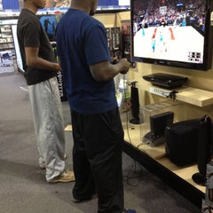 Photo taken at Best Buy by Lupe P. on 12/2/2012