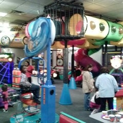 Photo taken at Chuck E. Cheese's by Daniel G. on 1/5/2013