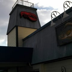 Photo taken at Red Lobster by Moon C. on 1/26/2013