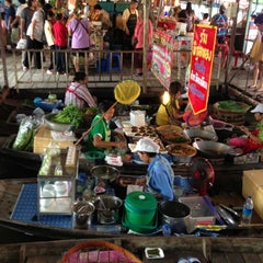 Photo taken at ตลาดน้ำวัดลำพญา (Wat Lam Phaya Floating Market) by TukTik on 12/2/2012