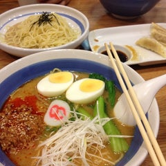 Photo taken at Hachiban Ramen (ฮะจิบัง ราเมน) by kudatarn p. on 11/3/2012
