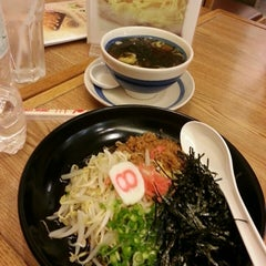 Photo taken at Hachiban Ramen (ฮะจิบัง ราเมน) by kudatarn p. on 5/3/2013