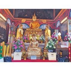 Photo taken at วัดปรมัยยิกาวาสวรวิหาร (Wat Poramaiyikawas Worawihan) by N. C. on 8/9/2015