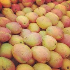 Photo taken at 蜜世界 Fruit Market by Duncan C. on 4/27/2013