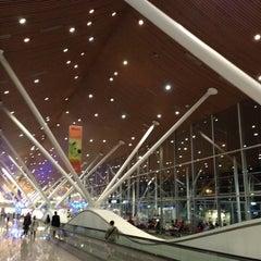 Photo taken at Kuala Lumpur International Airport (KUL) by Esprit noir d. on 7/3/2013