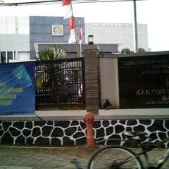 Photo taken at Kantor Imigrasi Kelas I Bandung by Adi W N. on 6/5/2015