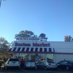 Photo taken at Boston Market by Shadow P. on 10/26/2013