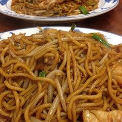 Photo taken at New Hon Wong Restaurant 新恒旺大飯店 by Flo LMi S. on 10/29/2013