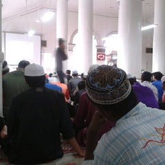 Photo taken at Masjid Abidin (Masjid Putih) by Mohd Faisal c'Chalrito A. on 11/23/2012