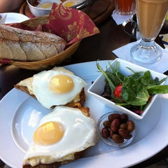 Photo taken at Cafe Nona (קפה נונה) by Nitsan R. on 10/12/2013