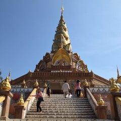 Photo taken at วัดพระธาตุผาซ่อนแก้ว (Wat Phra That Pha Son Kaew) by หนุ่ย ว. on 1/5/2013