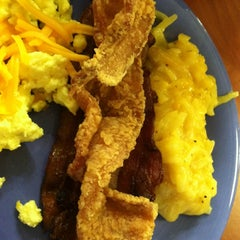 Photo taken at Golden Corral by Amanda D. on 7/28/2013