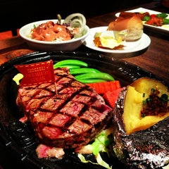 Photo taken at Chokchai Steakhouse (โชคชัยสเต็คเฮาส์) by Vasin P. on 3/10/2013