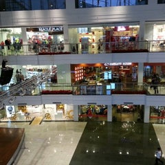 Photo taken at Glorietta by Timothy R. on 1/7/2013