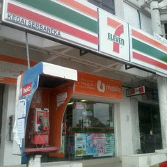 Photo taken at 7-Eleven by Ninewiskietwo Nsf A. on 12/29/2012