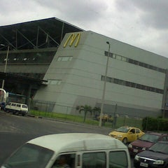 Photo taken at Terminal Terrestre Jaime Roldós Aguilera by Eduar T. on 11/10/2012