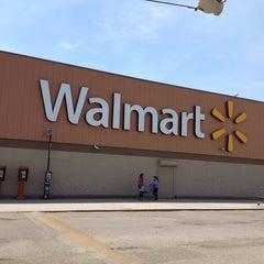 Photo taken at Walmart by 🌺🌼💋Helgi Escareño⭐️📱 on 4/7/2013