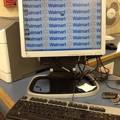 Photo taken at Walmart by 🌺🌼💋Helgi Escareño⭐️📱 on 6/22/2013