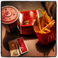 Photo taken at McDonald's by Julyto O. on 11/14/2012