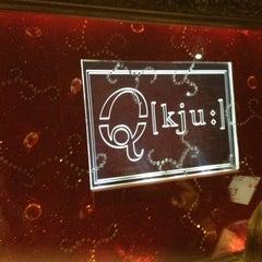 Das Foto wurde bei Q - KJU-Bar von Sel T. am 4/19/2013 aufgenommen