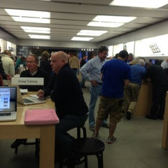 Photo taken at Apple Store, Oxmoor by Shanshan Z. on 11/19/2012