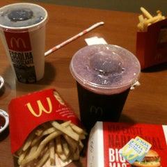 Photo taken at McDonald's by Pri F. on 12/23/2012