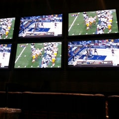 Photo taken at Skybox Sports Bar & Grill by wyn l. on 11/22/2012