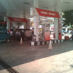 Photo taken at SPBU Pertamina 74.951.18 by Boy K. on 4/17/2013