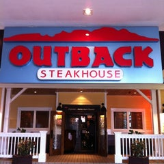Photo taken at Outback Steakhouse by Isis T. on 11/25/2012