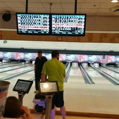 Photo taken at Rolling Lanes Bowling Alley by Matt R. on 1/15/2016
