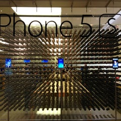 Photo taken at Apple Store, Beverly Center by Yadiel L. on 11/3/2013