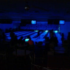 Photo taken at Golden Bowling by Lajili F. on 5/18/2013