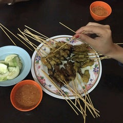 Photo taken at Satay Warisan by Nurul F. on 4/17/2016