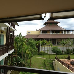 Photo taken at Mountain Creek Wellness Resort Chiangmai by Yingyui K. on 6/29/2013