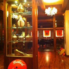 Photo taken at 헬로타이 (Hello Thai Restaurant) by Stefaniya N. on 3/28/2013