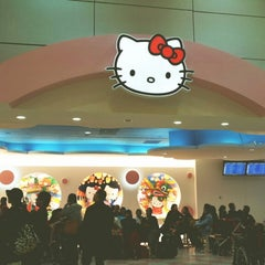 Photo taken at 臺灣桃園國際機場第二航廈 Taiwan Taoyuan International Airport Terminal 2 by Irene Kan K. on 2/26/2013
