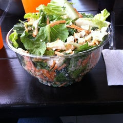 Photo taken at Day Light Salads by Verónica C. on 5/26/2013