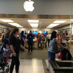 Photo taken at Apple Store, Dadeland by Jorge R. on 7/19/2013
