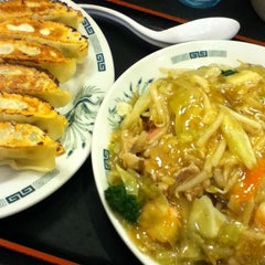 Photo taken at 日高屋 新宿3丁目店 by gurdner on 11/3/2012