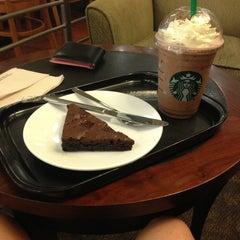 Photo taken at Starbucks (สตาร์บัคส์) by Fiat A. on 12/25/2012