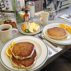 Photo taken at Bette's Oceanview Diner by Dasha A. on 3/1/2013